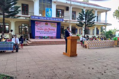 Trường THCS Lương Thế Vinh trao quà tết Xuân yêu thương cho học sinh nghèo xuân Mậu Tuất 2018