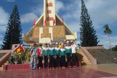 Viếng Nghĩa trang, thăm Bà mẹ Việt Nam anh hùng nhân dịp ngày 22/12